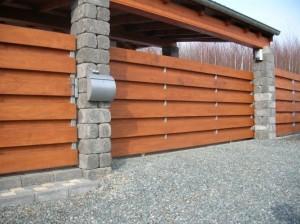Dřevěný plot vodorovný