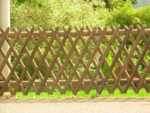 Dřevěný plot kolem zahrady