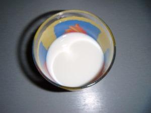 Rostlinné mléko před vypitím