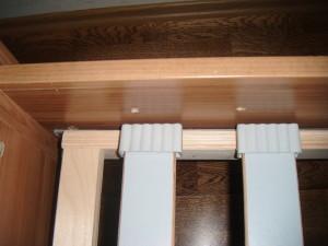 Vrzající dřevěný rošt u postele